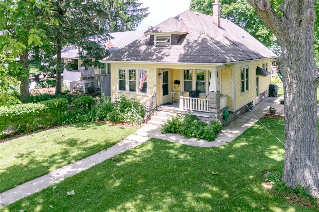 Admirable 400 E Plainfield Ave Milwaukee Wi Single Family Home Property Listing Home Interior And Landscaping Staixmapetitesourisinfo