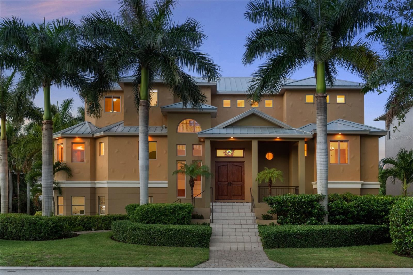 Bradenton                                                                      , FL - $1,995,000