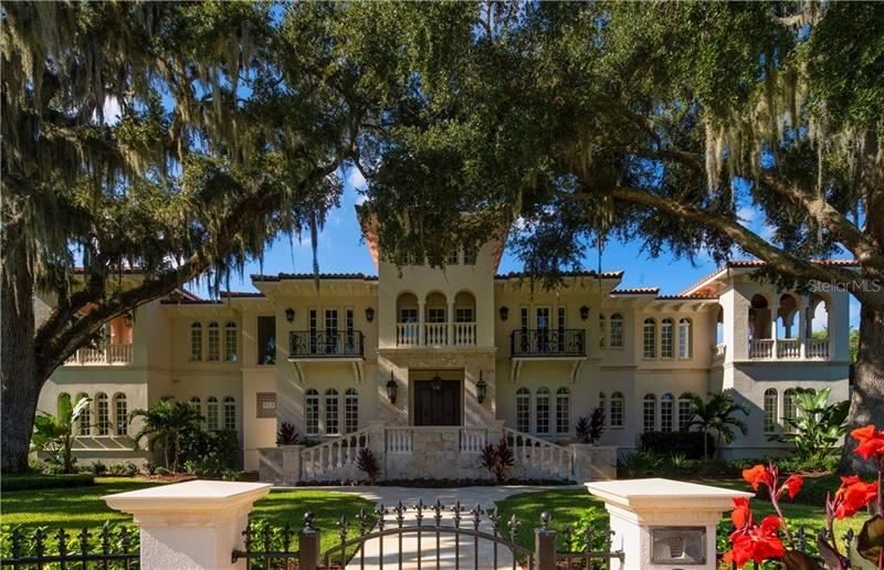 Property Image Of 415 S Royal Palm Way In Tampa, Fl