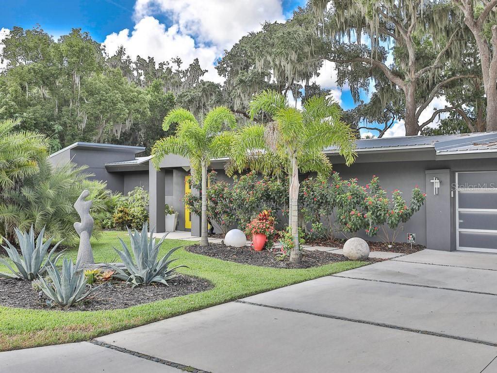 Eustis                                                                      , FL - $1,272,250