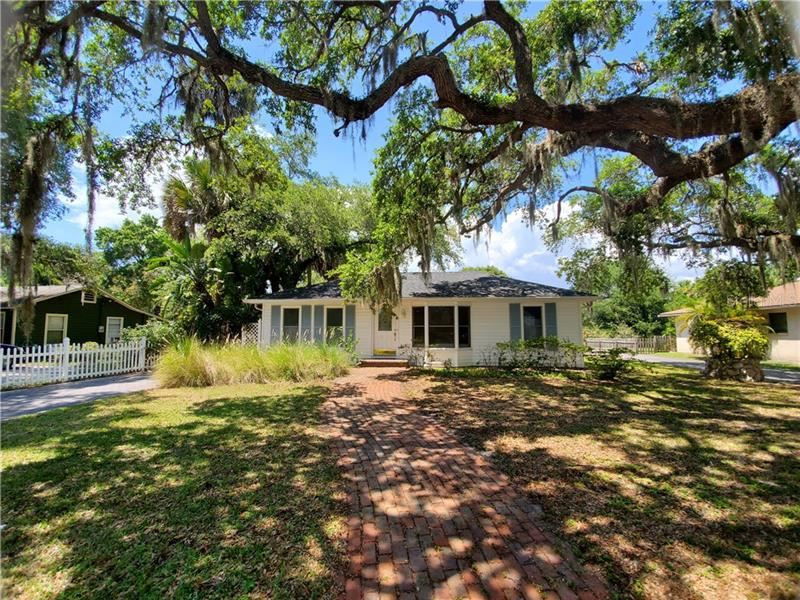 Property Image Of 2635 Hyde Park Street In Sarasota, Fl