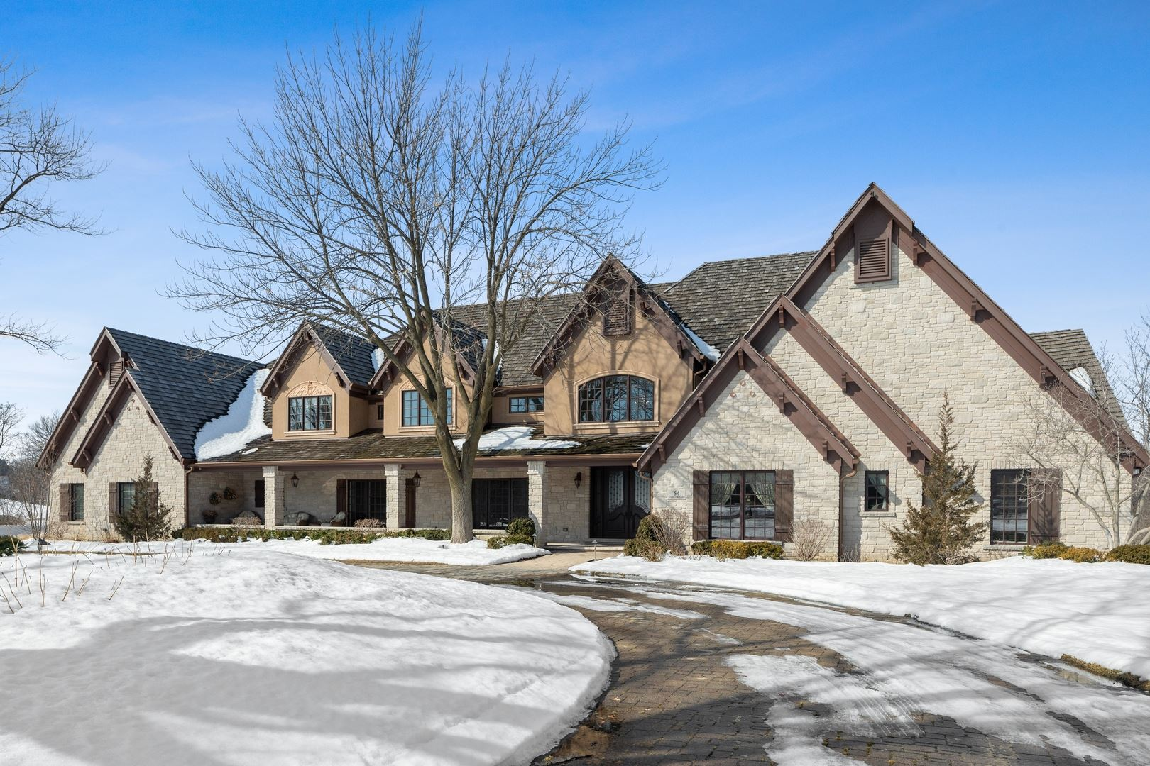 Oak Brook                                                                      , IL - $4,299,900