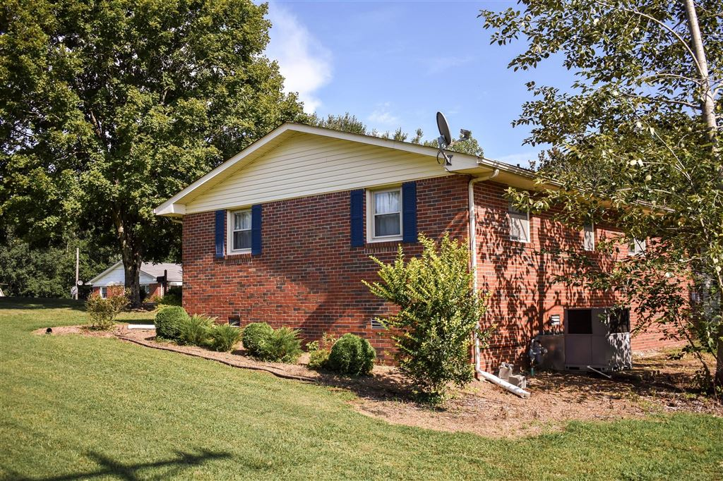 Property Image Of 102 Hill St In Waverly, Tn