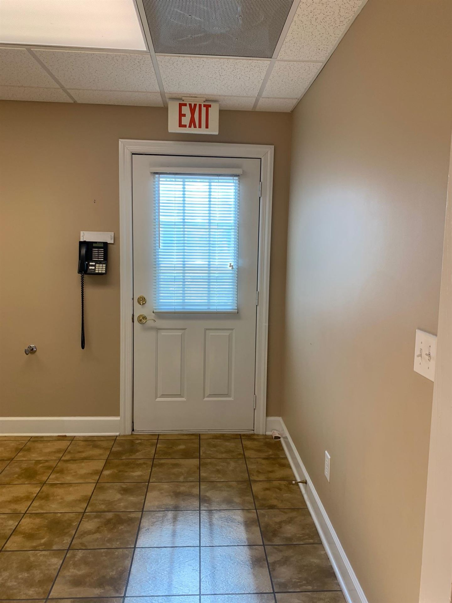 Property Image Of 2504 31W Hwy In White House, Tn