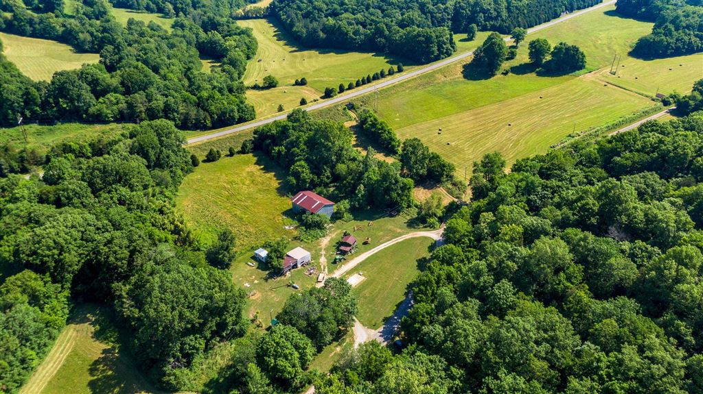 Property Image Of 2429 Fattybread Branch Rd In Williamsport, Tn