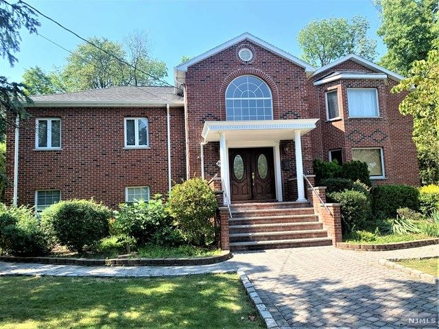 28 Grove Avenue Verona Nj 07044 Mls 20037579 Howard Hanna