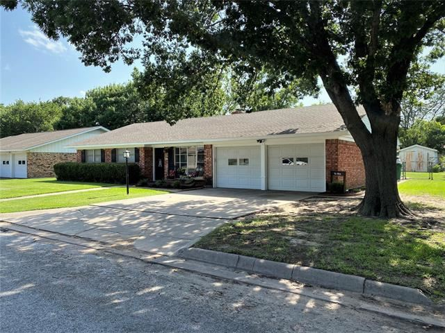 Property Image Of 311 Willow Way In Gainesville, Tx