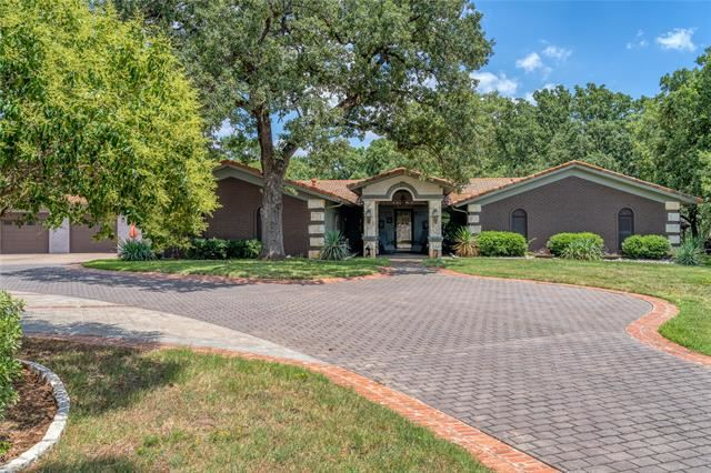 Property Image Of 2000 N Main Street In Euless, Tx