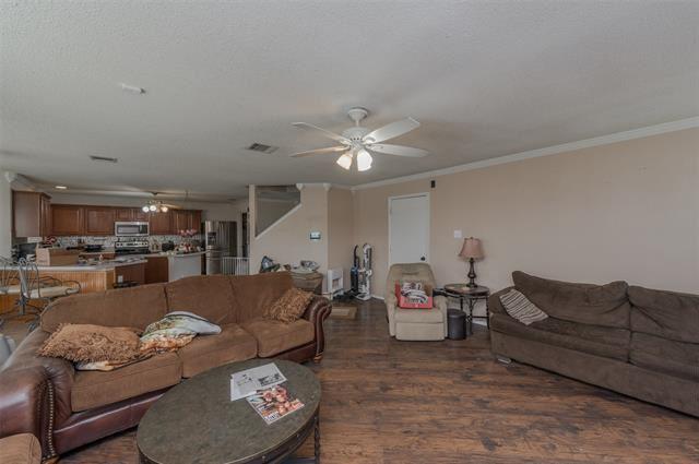 Property Image Of 301 Saddlebrook Drive In Krum, Tx