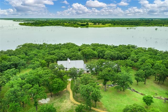 Property Image Of 297 Lake Point Circle In Tioga, Tx