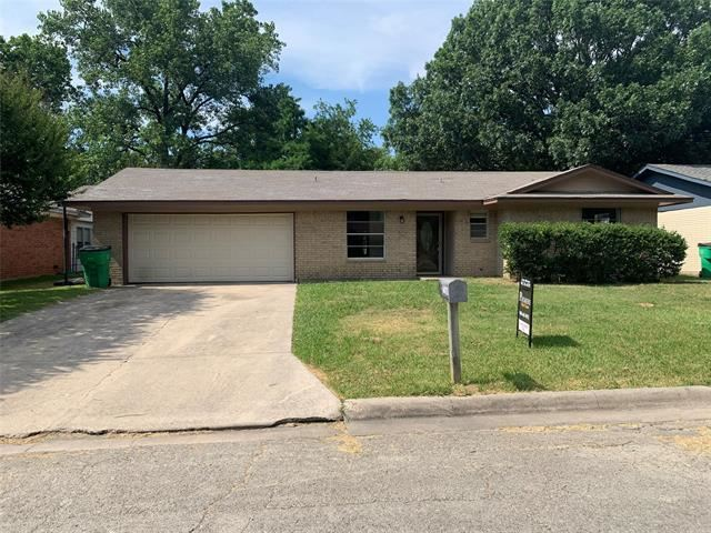 Property Image Of 1411 Lynwood Street In Gainesville, Tx