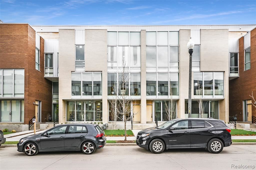 Detroit                                                                      , MI - $925,000