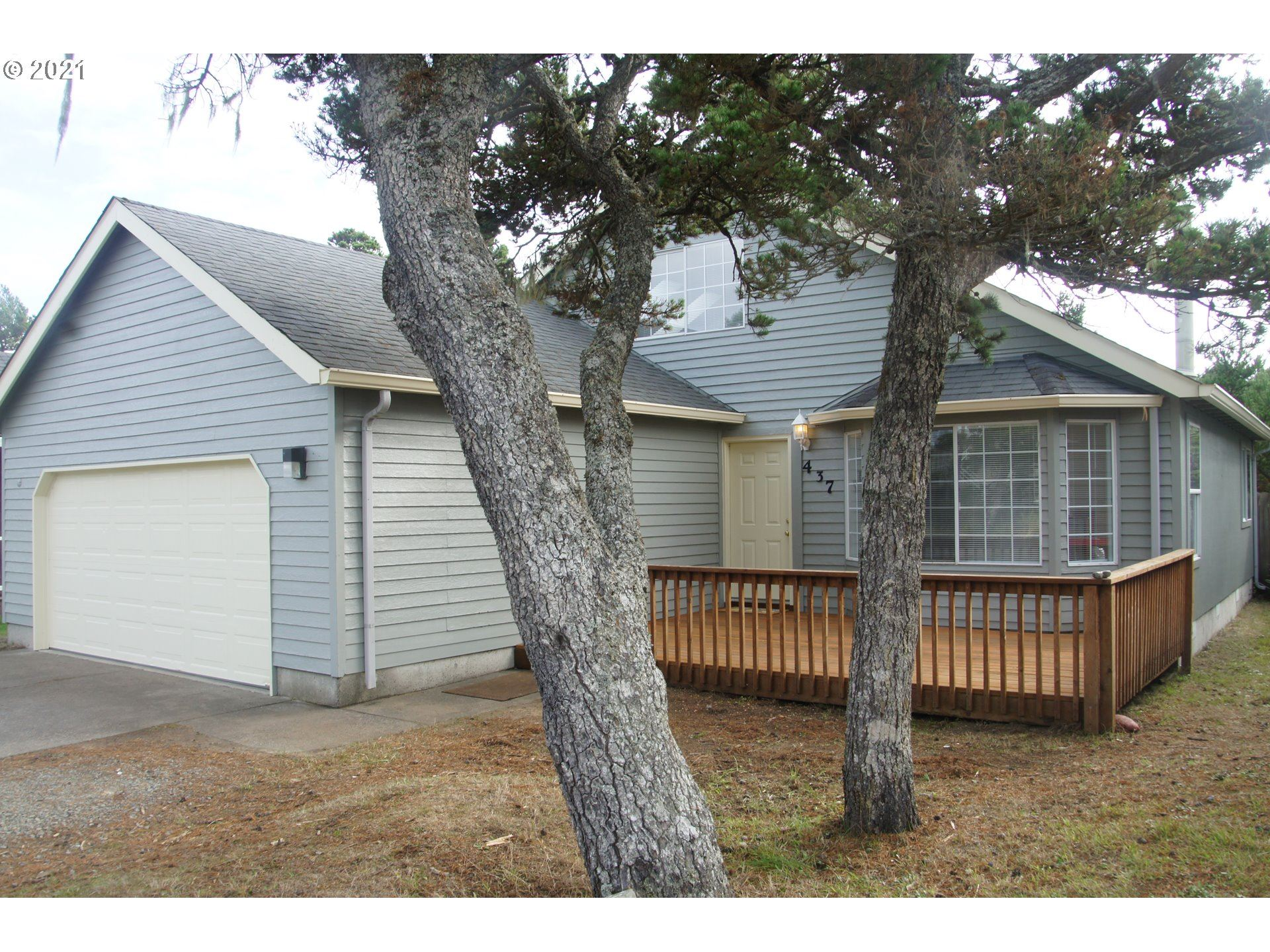 437 17th AVE                                                                               Seaside                                                                      , OR - $589,000