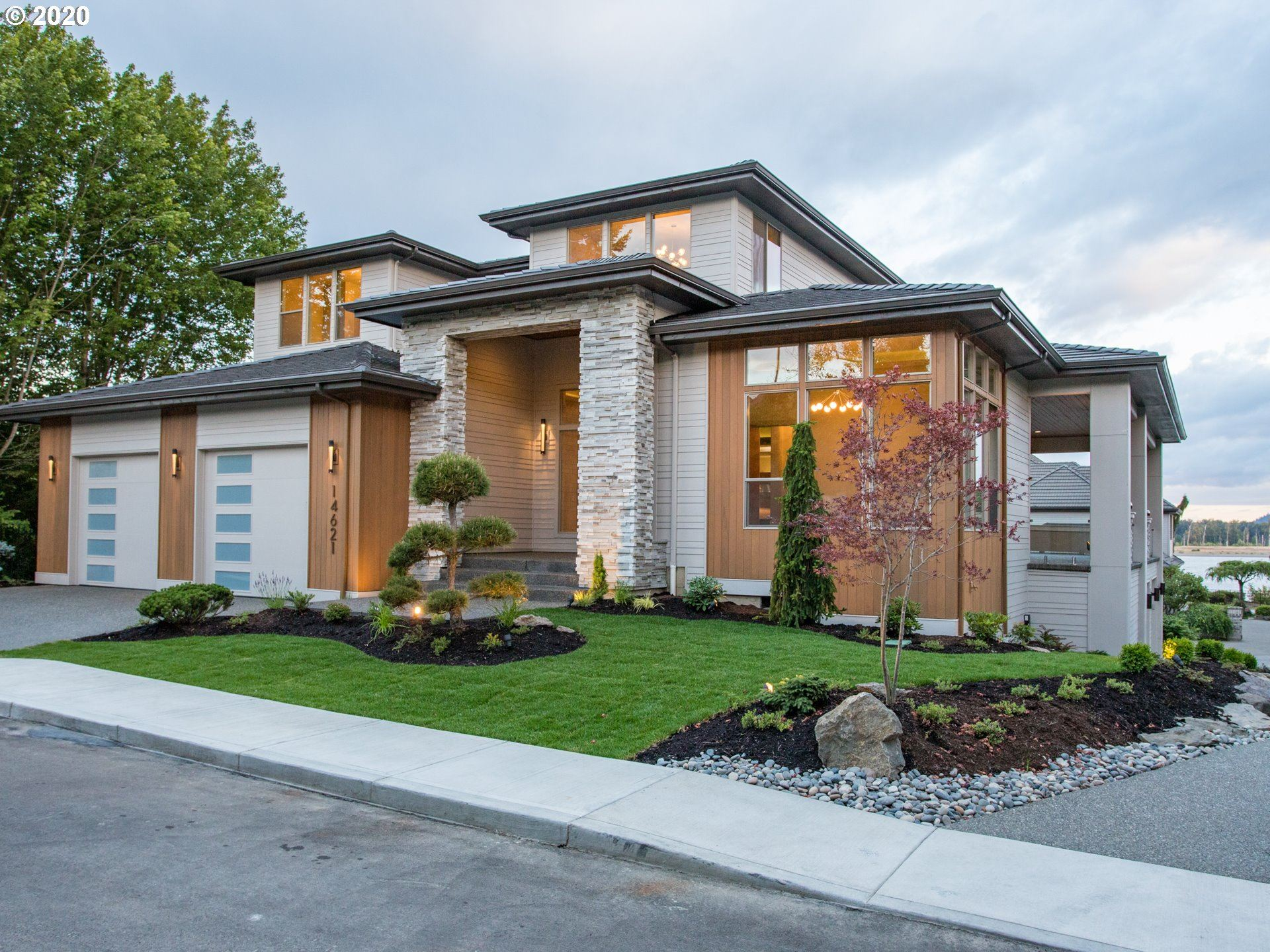 Vancouver                                                                      , WA - $1,595,000