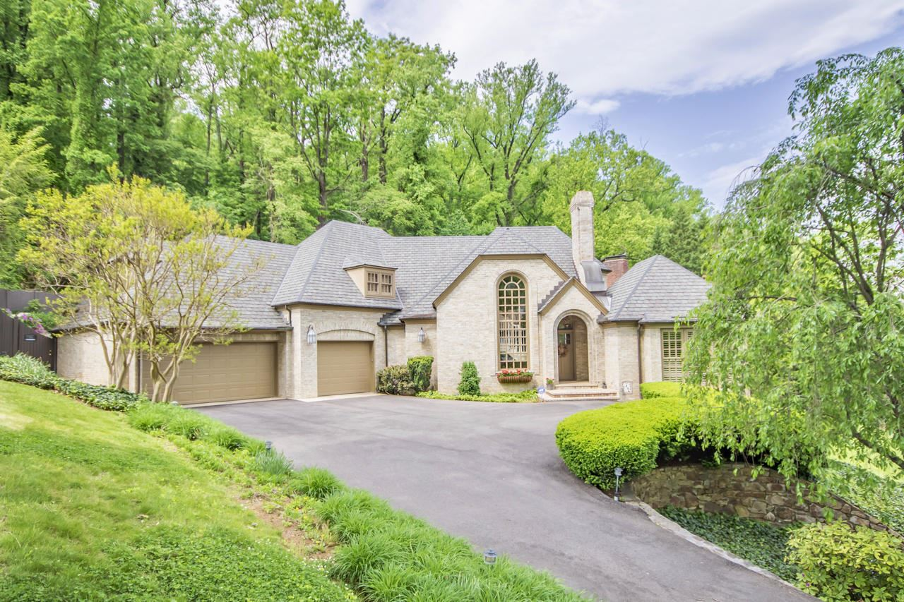 Roanoke                                                                      , VA - $995,000