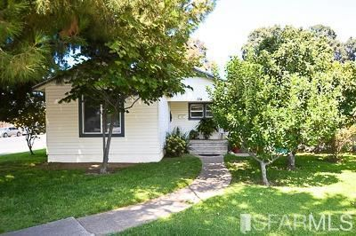 Property Image Of 104 East H Street In Oakdale, Ca