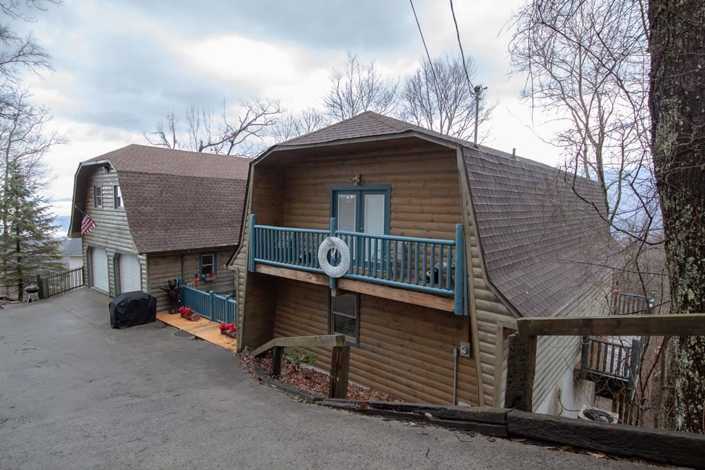 Gatlinburg                                                                      , TN - $864,900