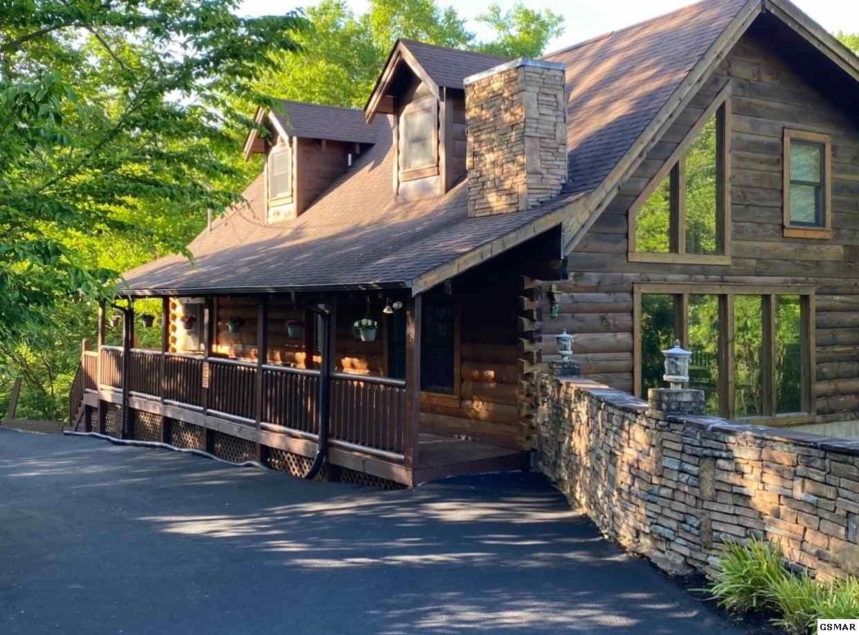 Property Image Of 1618 Paradise Ridge Drive Wild Hogg Inn In Sevierville, Tn