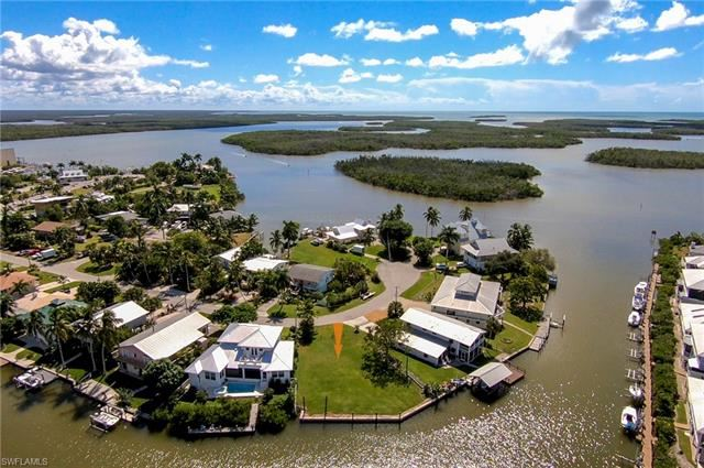 Property Image Of 689 Palm Ave In Goodland, Fl